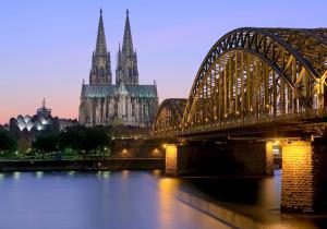 Kölner Dom mit Deutzer Brücke