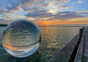 Kugelwelt Sonnenuntergang am See