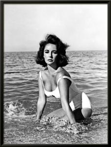 Elizabeth Taylor - In the surf