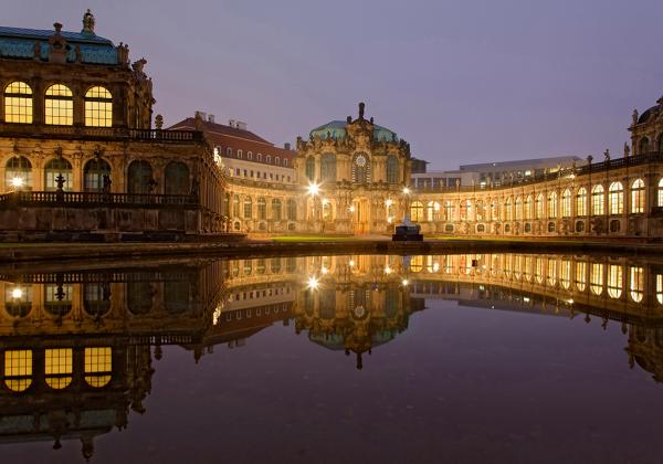 Zwinger Dresden beleuchtet