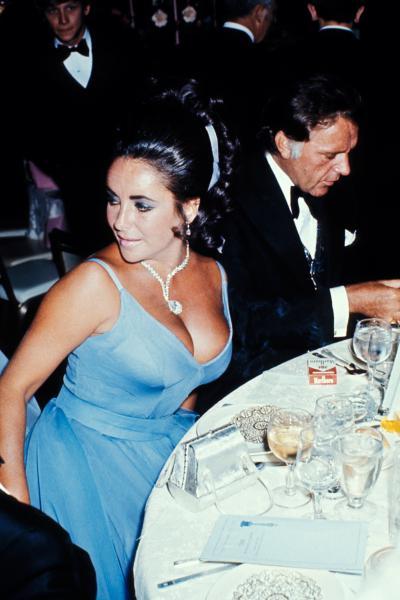 Elizabeth Taylor and Richard Burton at t